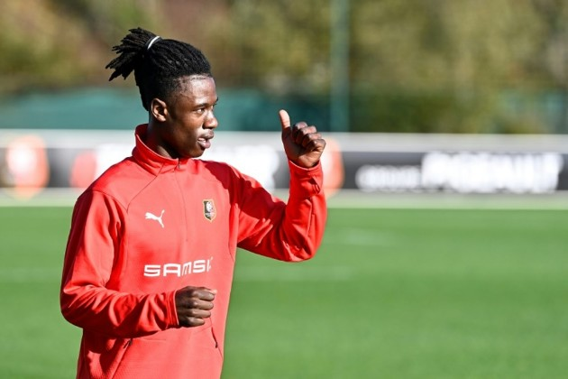 If there is a possibility of Rennes selling Eduardo Camavinga for €40m-€50m, he will leave this summer #mulive [ @mohamedbouhafsi - Bóng Đá