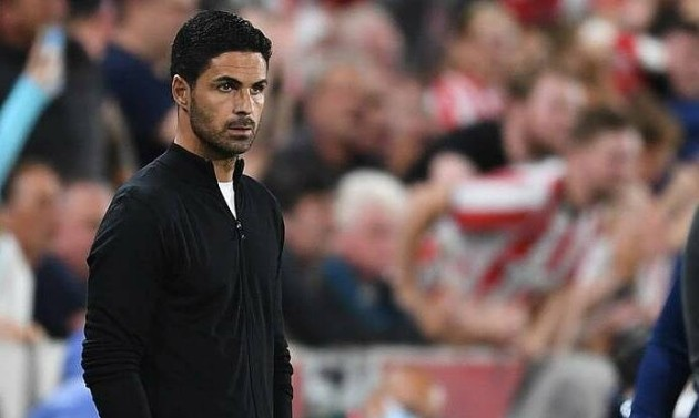 Mikel Arteta warns his unvaccinated Arsenal players the club will 'pay the price' for them refusing to get their jabs - Bóng Đá