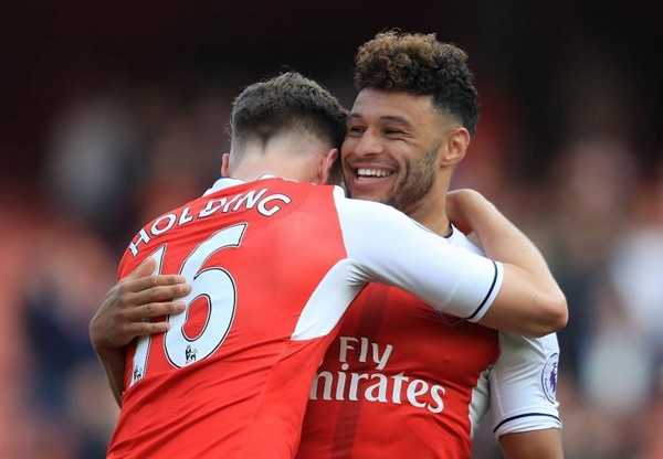 Liverpool are willing to sell England midfielder Alex Oxlade-Chamberlain - Bóng Đá