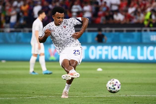 Man Utd to move for Sevilla star Kounde (Fichajes) - Bóng Đá