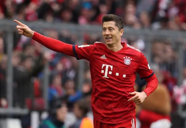 Lewandowski voted best player of first half of the season - Bóng Đá