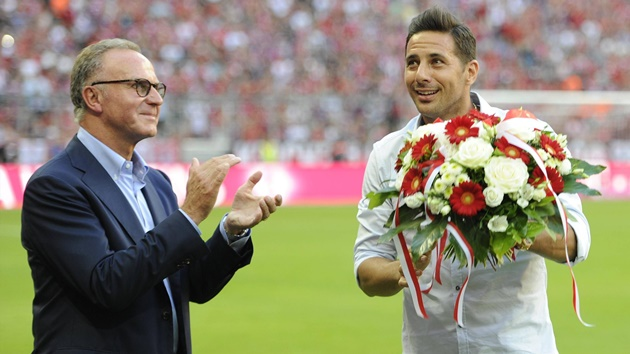 Claudio Pizarro is starting his new role as club ambassador  - Bóng Đá