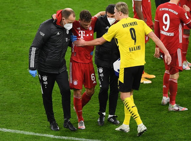 Joshua Kimmich is suspected to have suffered a lateral ligament (LCL) injury in his knee - Bóng Đá