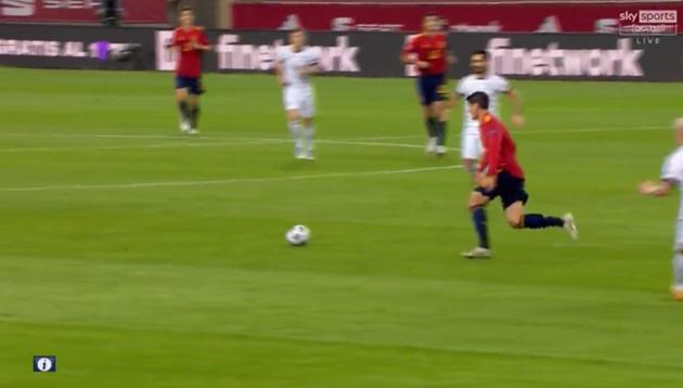 Morata sử dụng roulette để qua Werner - Bóng Đá