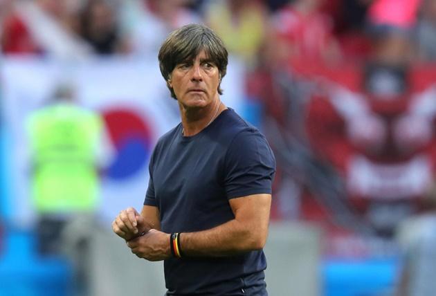 Đức thua tan nát, vì sao Joachim Low vẫn thoát