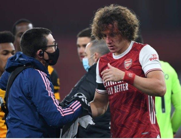 Bài ảnh tình huống Luiz va chạm với Jimenez - Bóng Đá