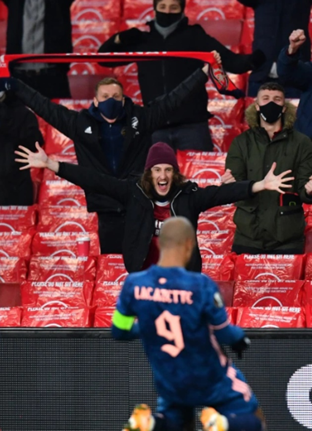 Arsenal fans return to Emirates - Bóng Đá