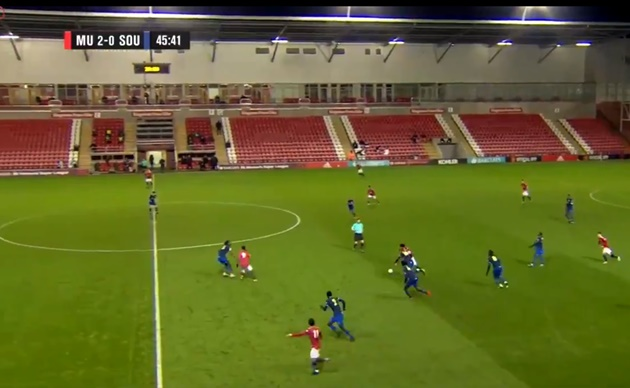 Facundo Pellistri continues his development with a lovely composed finish for Man United U23s - Bóng Đá