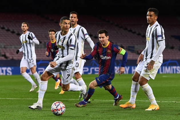 Những hình ảnh đáng nhớ giữa Ronaldo và Messi trong ngày tái ngộ - Bóng Đá