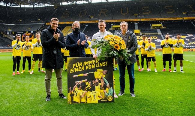 Lukasz Piszczek sets Bundesliga record on farewell appearance - Bóng Đá