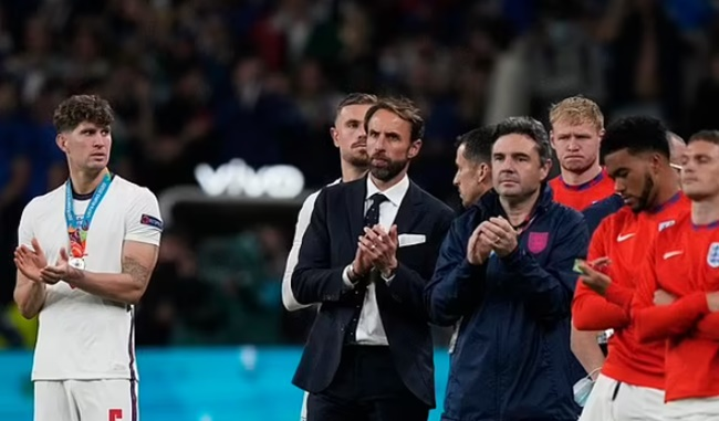 Gareth Southgate confirms he will STAY as England manager for the 2022 World Cup - Bóng Đá