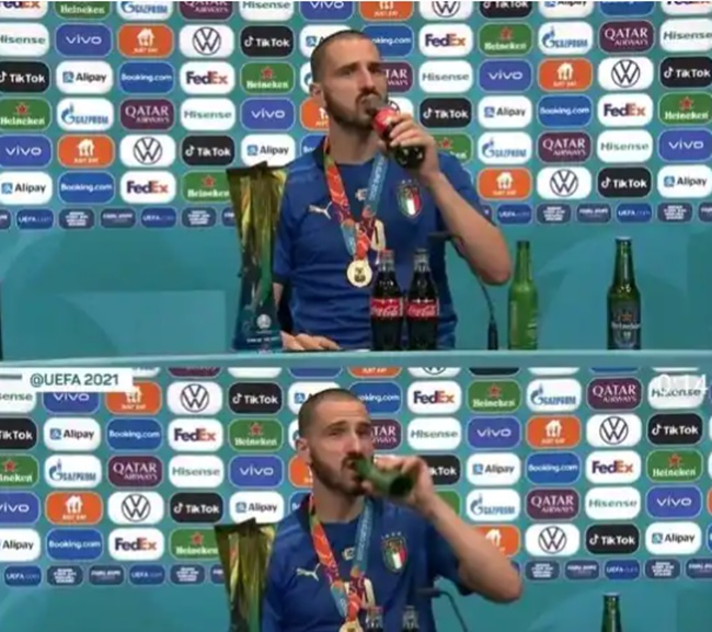 Unlike Cristiano Ronaldo, Italy's Leonardo Bonucci enjoys Coca-Cola - Bóng Đá