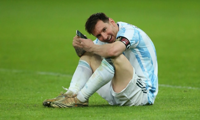 Lionel Messi paid to share WhatsApp video call with stunning wife Antonela and kids after Copa America win - Bóng Đá