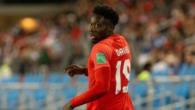 Alphonso Davies underwent tests on his knee in Munich today. - Bóng Đá
