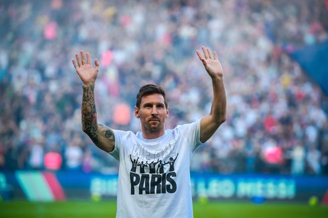Thi đấu trên sân nhà, Messi sẽ rực cháy như Ronaldo? - Bóng Đá