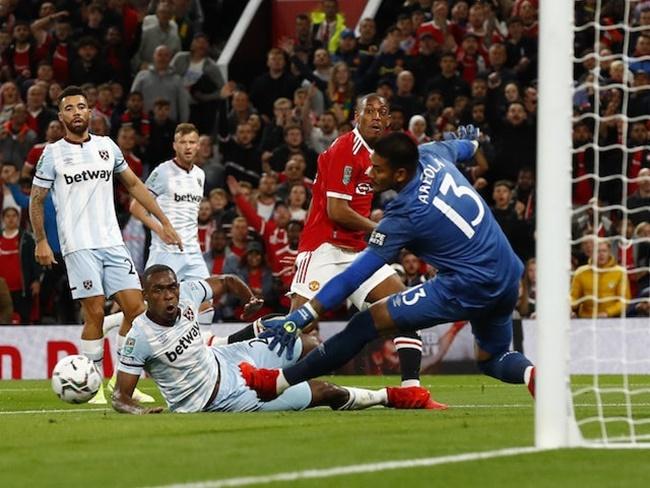 Paris Saint-Germain 'considering approach for Anthony Martial - Bóng Đá