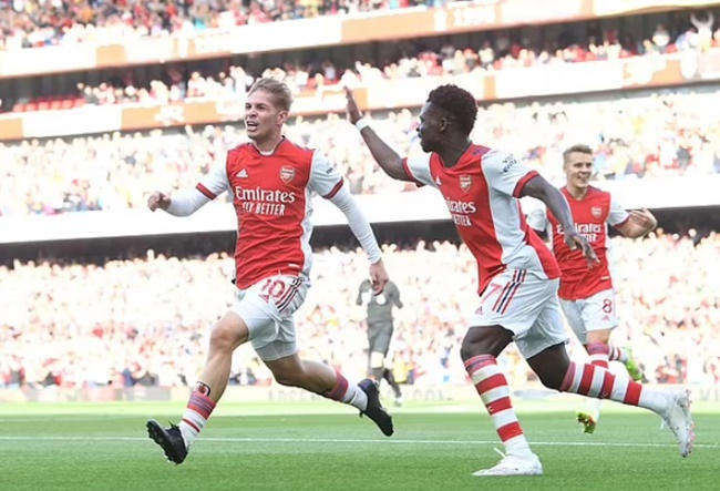 Per Mertesacker believes Bukayo Saka and Emile Smith Rowe can carry club back into the Champions League - Bóng Đá