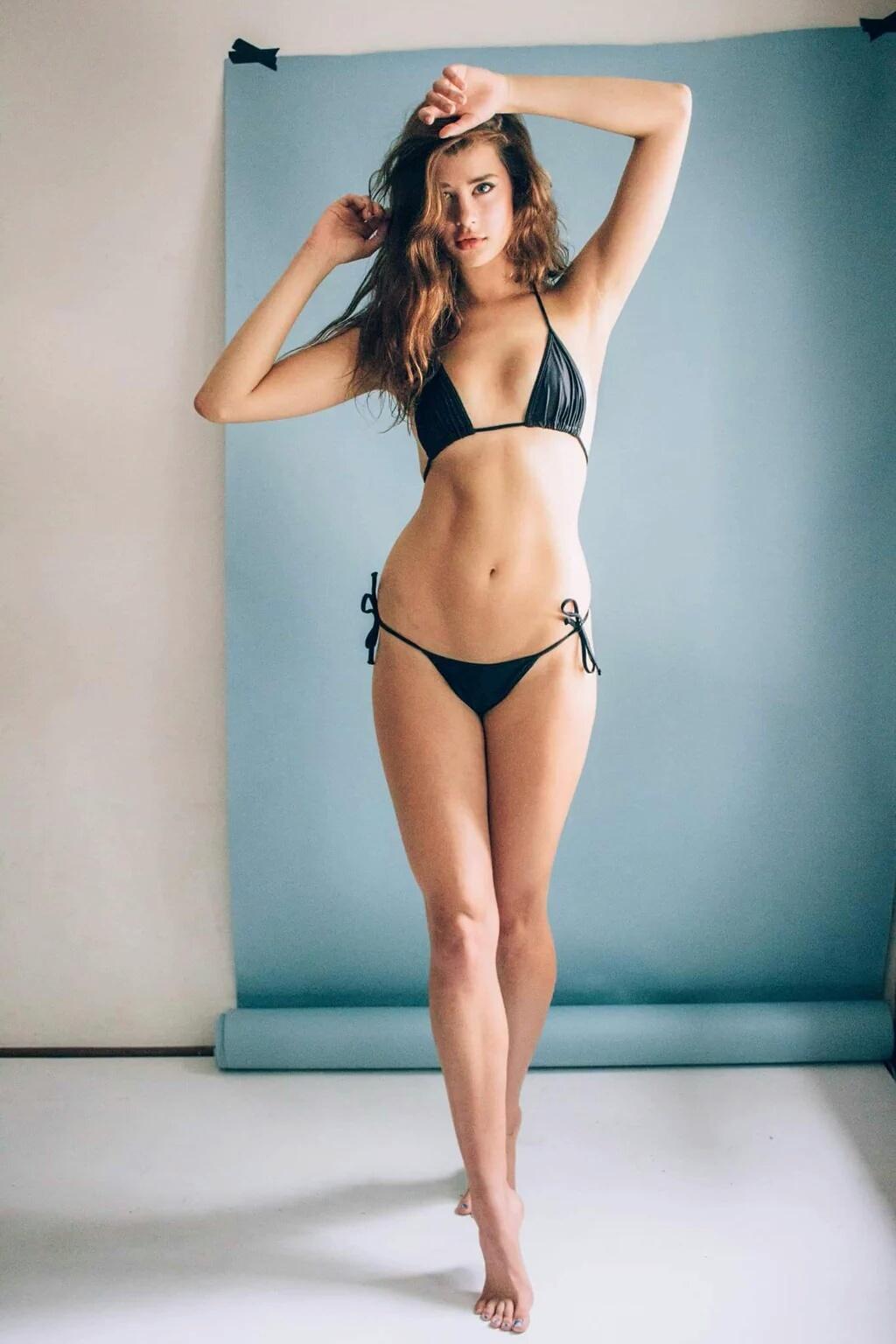 Sarah McDaniel sexy và cuốn hút hết cỡ cùng bikini   Bóng Đá