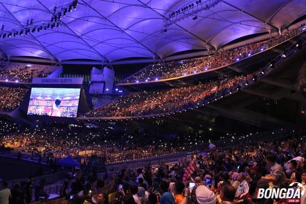 Trực tiếp lễ bế mạc SEA Games 29: Khán giả lấp kín khán đài Bukit Jalil - Bóng Đá