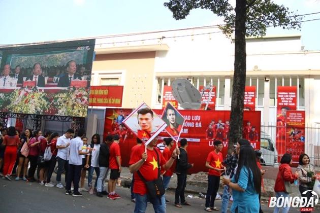 Hàng vạn trái tim CĐV háo hức chờ U23 Việt Nam trên sân Thống Nhất - Bóng Đá