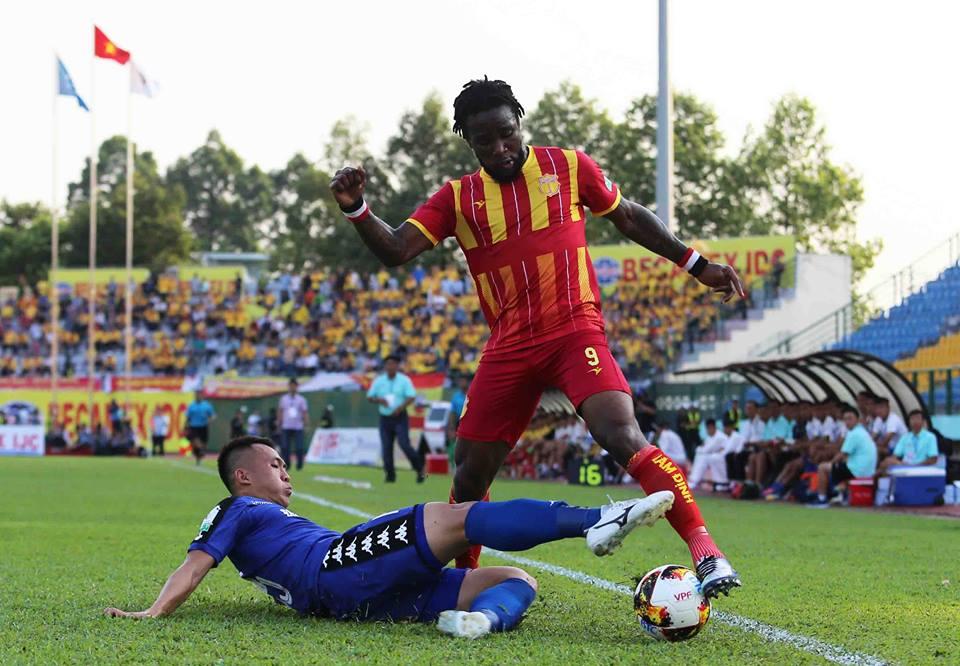 Nghẹt thở vượt qua Nam Định, B.Bình Dương lên đỉnh V-League 2018 - Bóng Đá