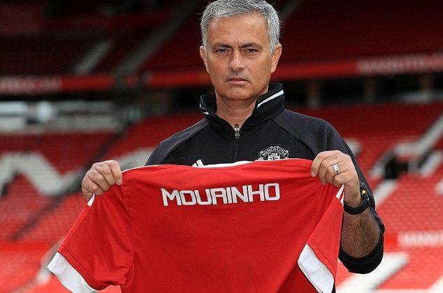 Mourinho và Man United: Đừng vì quá cô đơn mà nắm vội một bàn tay lạ - Bóng Đá