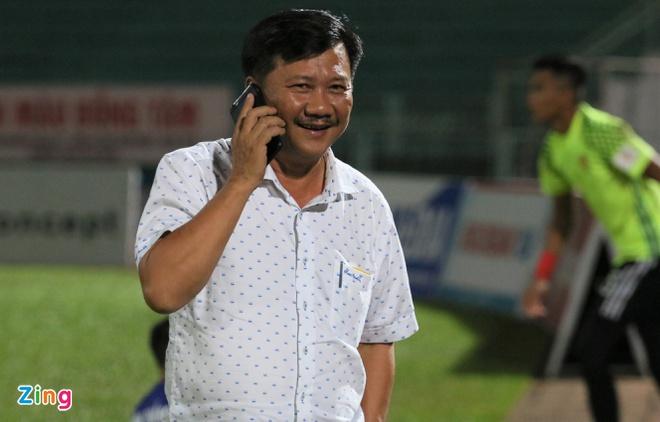 Chủ tịch CLB Quảng Nam không bị phạt dù xông vào phòng trọng tài - Bóng Đá
