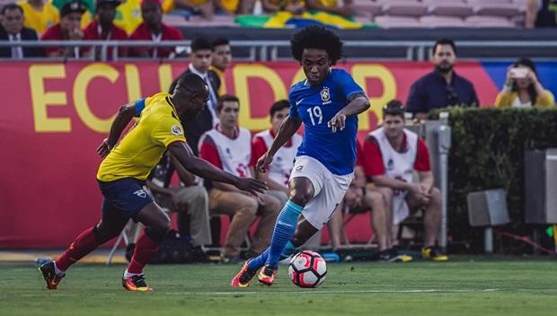 Willian cũng như các cầu thủ tấn công khác bất lực trong việc tìm đường vào mành lưới Ecuador. Ảnh: Internet.