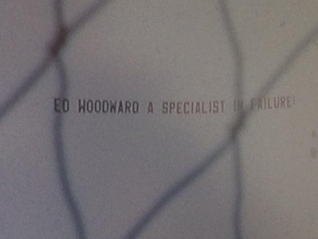 SỐC: Fan Man Utd quyết treo banner chống đối Ed Woodward - Bóng Đá
