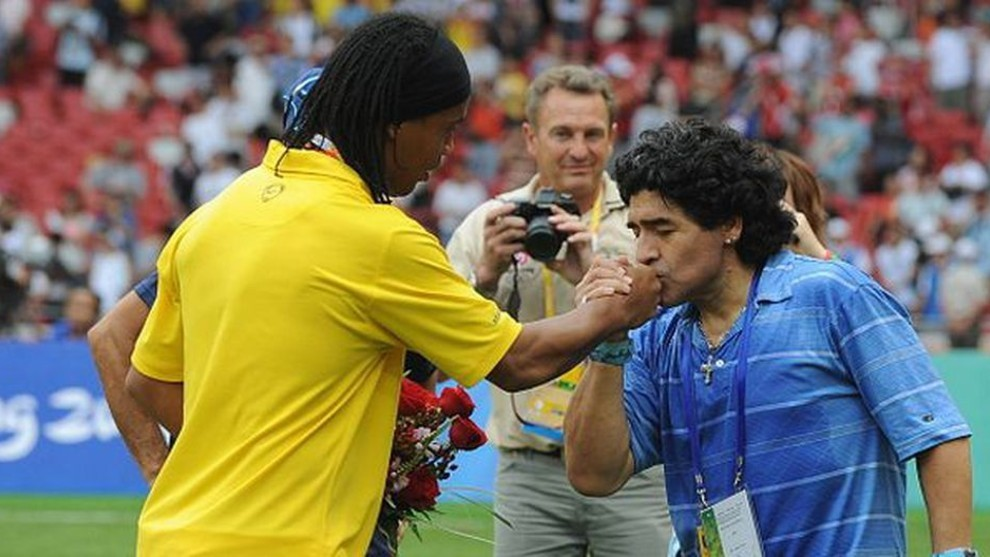 Maradona: Ronaldinho isn't a criminal, he went to Paraguay to work - Bóng Đá