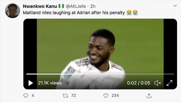 Arsenal fans go wild for Ainsley Maitland-Niles' coolly-taken penalty as he laughs after beating Liverpool's Adrian - Bóng Đá