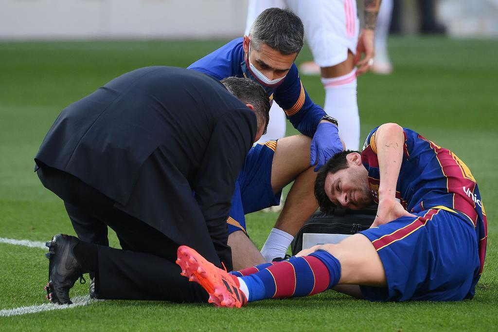 The images you may have missed from El Clasico - Bóng Đá