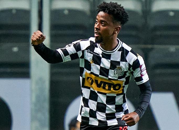 Ex United talent Angel Gomes inspires 3-0 win over Benfica - Bóng Đá