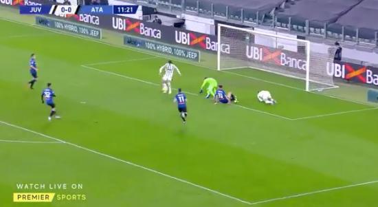 Morata có pha xử lý đi vào lòng đất - Bóng Đá