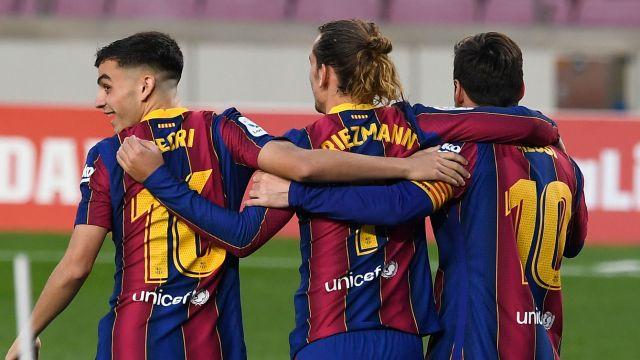 """Lucky88 Tổng Hợp: Chỉ nửa mùa giải tại Barca, Pedri đã """"ngồi chung mâm"""""""