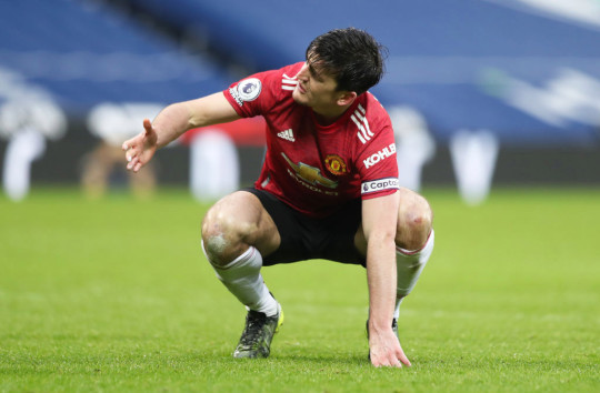 'He should be embarrassed' – Rio Ferdinand criticises Manchester United captain Harry Maguire over West Brom penalty drama   - Bóng Đá