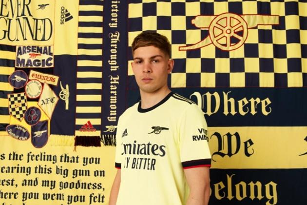 Arsenal công bố áo sân khách mới với biểu tượng cực chất - Bóng Đá