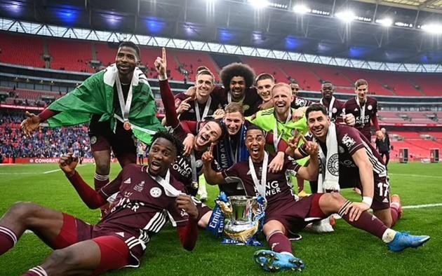 SỐC! Sao Leicester thẳng tay ném văng cờ hiệu Chelsea  - Bóng Đá