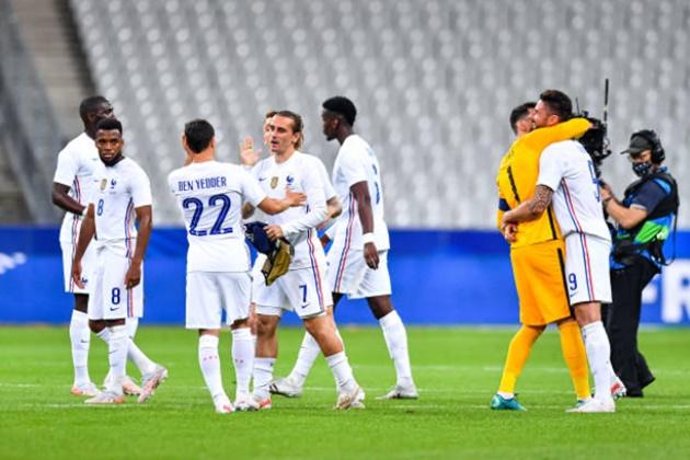 Phản ứng của Mbappe sau khi Giroud khi bàn - Bóng Đá