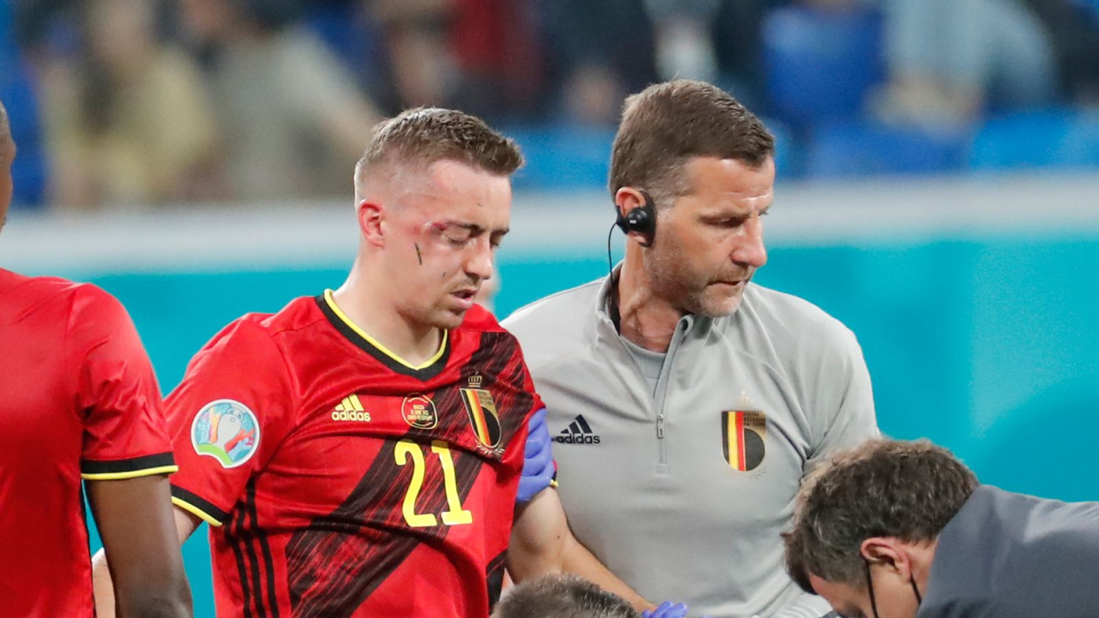 Roberto Martinez confirms Timothy Castagne has been ruled out of the rest of the tournament. Very unfortunate news - Bóng Đá