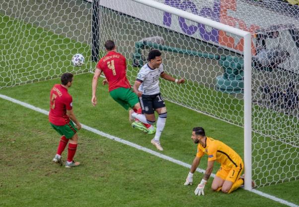 Cú nước rút của Ronaldo - Bóng Đá