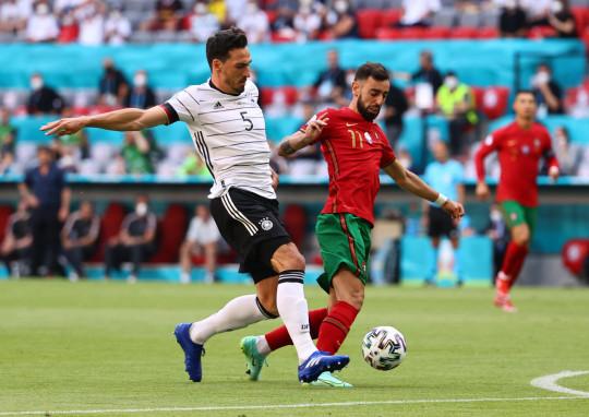 Bruno Fernandes slammed Lee Dixon for 'strolling' during Portugal's Euro 2020 defeat to Germany - Bóng Đá