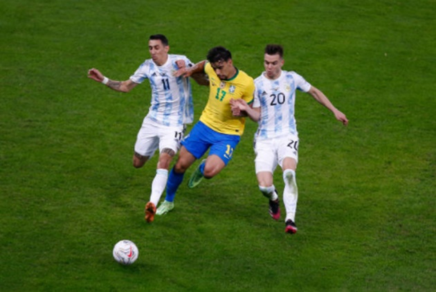 Hành động của Neymar với Messi sau trận chung kết - Bóng Đá