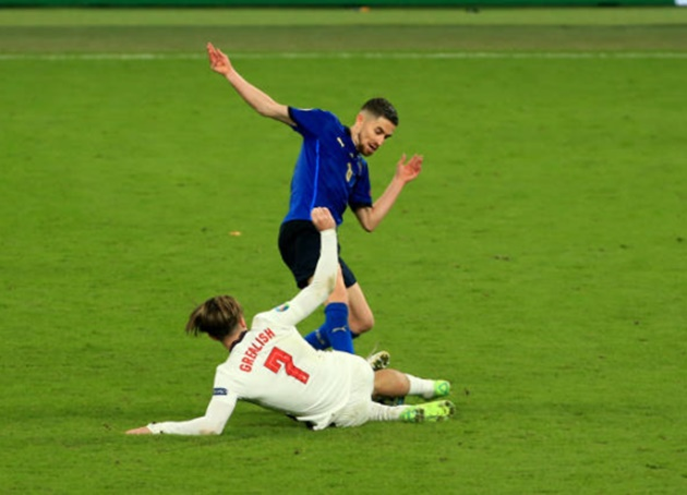 Pha phạm lỗi thô bạo của Jorginho với Jack Grealish - Bóng Đá