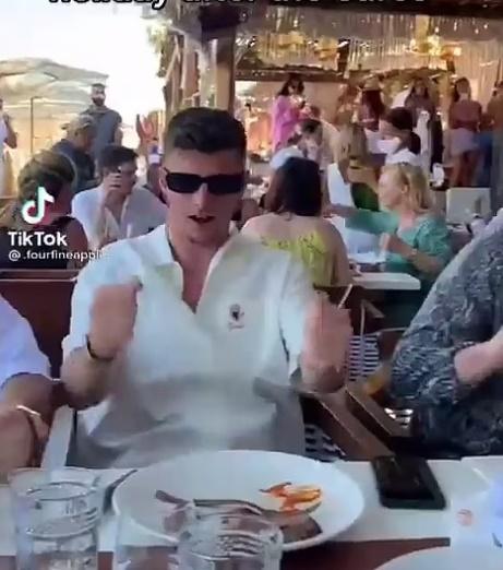 Luke Shaw cùng dàn sao tuyển Anh quẩy tưng bừng sau kỳ EURO - Bóng Đá