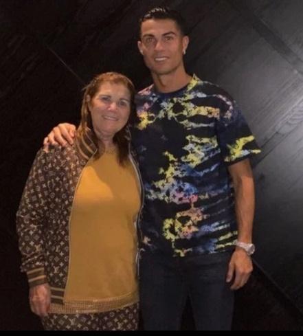 Thú vui bình dân của Ronaldo cùng gia đình tại Manchester - Bóng Đá