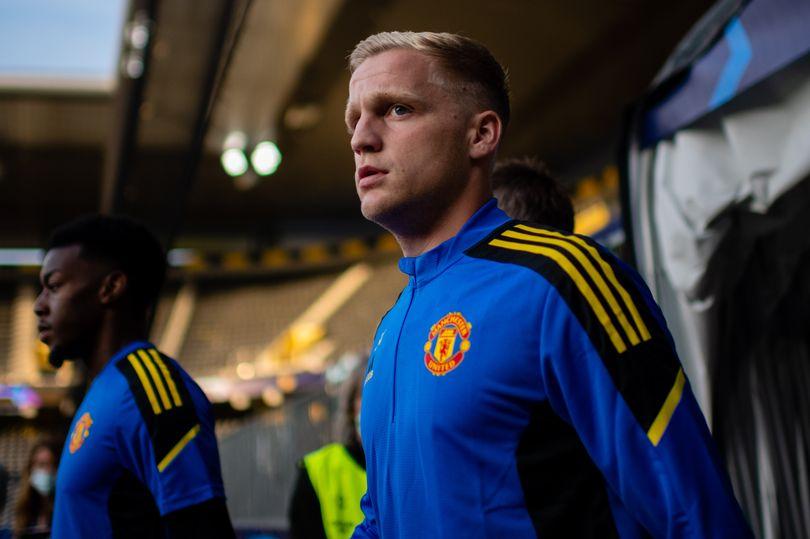 Donny van de Beek breaks silence after Manchester United substitution - Bóng Đá