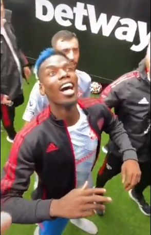 Man Utd star Paul Pogba dragged down tunnel by Michael Carrick after West Ham fan tension - Bóng Đá