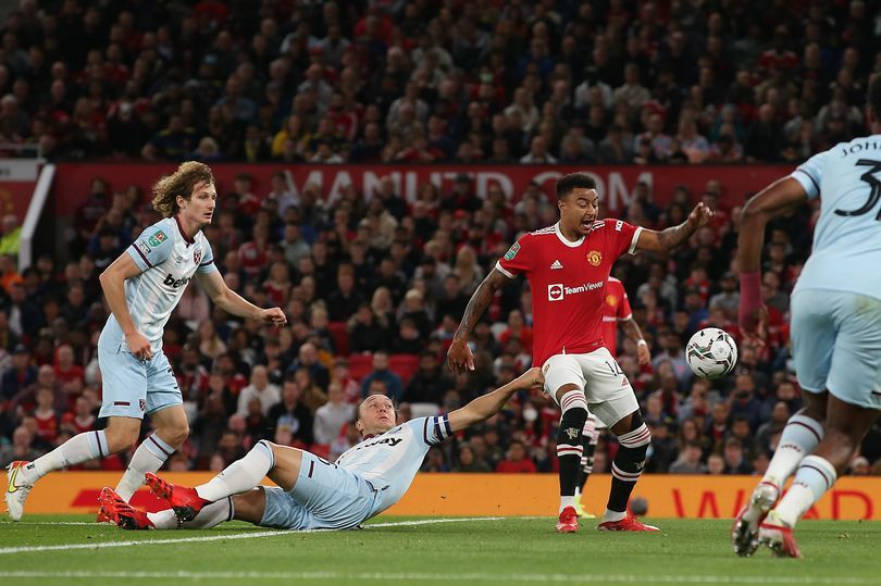Mark Noble gives verdict on Jesse Lingard penalty claim in Manchester United defeat - Bóng Đá