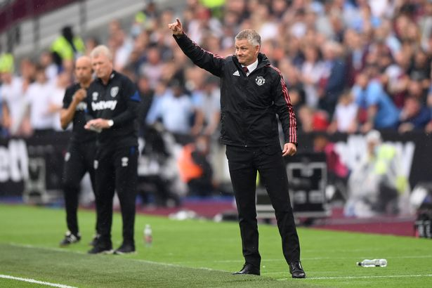 Manchester United handed title race advantage as they try to pull clear of Liverpool and Chelsea - Bóng Đá